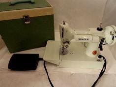 VINTAGE WHITE SINGER FEATHERWEIGHT SEWING MACHINE 221K W/CASE - SUPER CLEAN