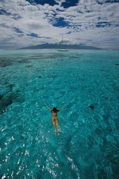 National Geographic: Snorkeling to boat, Moorea, Tahiti