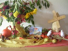 nature table in September Autumn Nature, Autumn Home, Waldorf Crafts, Inspired Learning, Nature Table, Rose Buds, Felt Crafts, Diy Art, Arts And Crafts