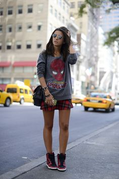 Skirt and sneakers, looks com tenis, nike dunks, geek fashion, fashion outf Tokyo Street Fashion, Fashion 90s, Fashion Photo, Autumn Fashion, Womens Fashion, Geek Chic Fashion, Fashion Moda, Fashion Story, Neo Grunge