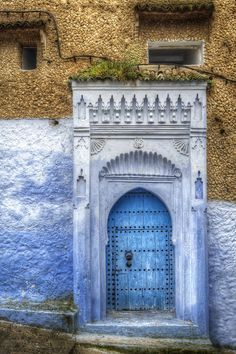 Chefchaouen, Morocco - beautiful blue door... blue wall !!