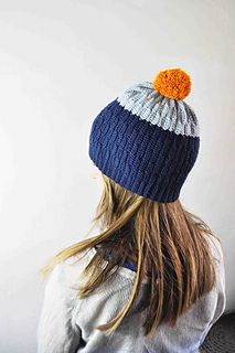 Crochet hat - wave pattern and color blocking. By Sidsel Sangild. #sidselsangild #crochet #crochethat #hat #pompom #hækling http://www.ravelry.com/patterns/library/crocheted-hat-and-wrist-warmers-in-wave-pattern---with-color-change