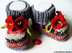 Die ersten Frühlingsboten:)    Die Babyschuhe sind garantiert handgestrickt. Diesmal sind sie aus der bewährten Sockenwolle mit den tollen Trageeig...