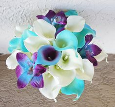 Calla Lilies and Orchids Bouquet. I like the idea of only using the Calla lilies for my ice look Lis Calla Violet, Purple Calla Lilies, Blue Orchids, Bouquet Bleu, Calla Lily Bouquet, Bouquet Bride, Flower Bouquet Wedding, Boquet, Bridemaids Flowers
