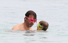 Omg! Andrew lincoln and those hot pink goggles with his son. Soo cute!!