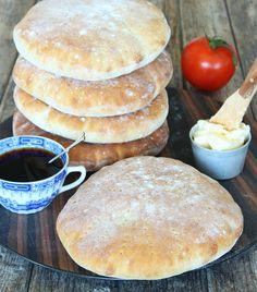 Stora tekakor – Lindas Bakskola Bread Recipes, Baking Recipes, Candy Cookies, Ciabatta, Bread Baking, Baked Goods, Food To Make, Brunch, Food And Drink
