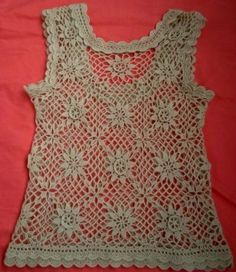 Tina's handicraft : top with motif granny square flowers