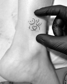 Excellent tiny tattoos ideas are available on our site. look at this and you wont be sorry you did. Kritzelei Tattoo, Piercing Tattoo, Get A Tattoo, Piercings, Tattoo For Dog, Wrist Tattoo, Mini Tattoos, Body Art Tattoos, Small Tattoos