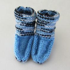Moccasin-laarsjes in lichtblauw met grijs-zwarte strepen (62-68)