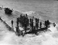 [Photo] Good view of a Rhino barge as crews drill in English waters prior to the Normandy invasion, May Rhino barges were an assembly of 180 welded foot steel boxes powered by 2 outboard motors of 143 hp each. Caterpillar D4, Omaha Beach, D Day Normandy, Normandy Invasion, Landing Craft, The Longest Journey, Naval History, Outboard Motors, Navy Ships