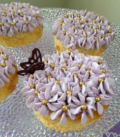 Exquisitos y deliciosos pasteles de Baileys con buttercream de vainilla decorados con mariposa de chocolate hecho a mano. Son 4 Pastelitos por 230 pesos