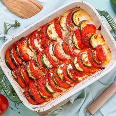 Tomaten Zucchini Auflauf mit Mozzarella - emmikochteinfach Avocado Pear, Shrimp Salad Recipes, Fiber Rich Foods, Eat Smart, Ratatouille, Eating Habits, Brunch, Food And Drink, Veggies