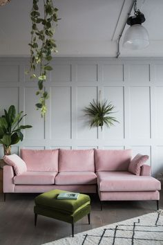 Tips For Buying New Living Room Furniture - Ideas For Room Design Living Room Green, New Living Room, Living Room Modern, Living Room Sofa, Home Decor Bedroom, Interior Design Living Room, Living Room Designs, Apartment Living, Blush Pink Living Room
