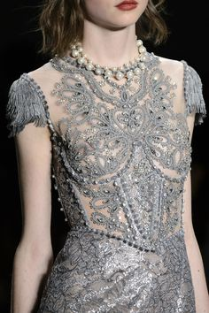 Jenny Packham at New York Fashion Week Fall 2017 - Details Runway Photos Style Couture, Couture Details, Fashion Details, Couture Fashion, Runway Fashion, Jenny Packham, Grey Fashion, High Fashion, Tie Styles