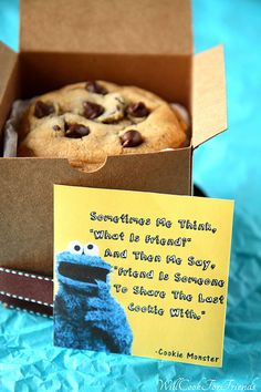 Chocolate Chip Cookie Monster Cookies & Random Acts of Kindness – Will Cook For Friends – Kinder Little Presents, Little Gifts, Creative Gifts, Cool Gifts, Small Gifts For Friends, Friend Gifts, Sister Gifts, Cookie Monster Party, Cookie Monster Quotes