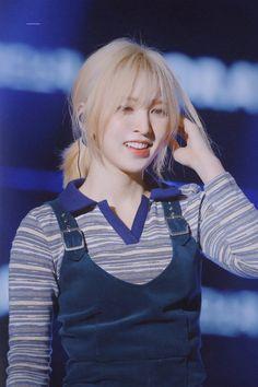 - Red Velvet Wendy in Gumi Love Live Festival Seulgi, Kpop Girl Groups, Kpop Girls, Red Hair, Blonde Hair, Ombre Hair, Wendy Red Velvet, Velvet Shorts, Girl Bands