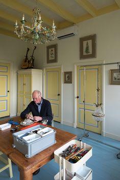 Goedenberg; Werkkamer in geel en blauw Chinoiserie, Paint Colors, Scandinavian, Cabinet, Storage, Inspiration, Furniture, Home Decor, Paint Colours