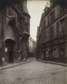 • PARIS • RUE DU FIGUIER • 1924 • EUGÈNE ATGET (1857-1927) •