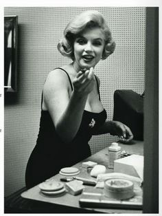 marilynmonroevideoarchives:  Marilyn Monroe Some Like It Hot Promotional tour in Chicago1959