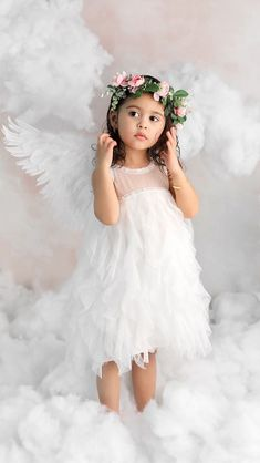 Do you believe in angels? Celebrity Baby Names, Celebrity Babies, The Ace Family Youtube, Ace Family Wallpaper, Austin And Catherine, Catherine Paiz, Believe, Cute Family, Family Goals