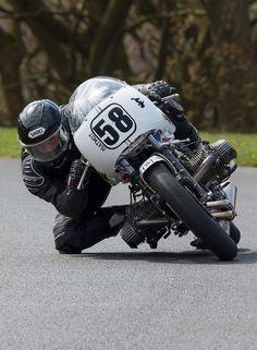 Kneedown met BMW boxer motor
