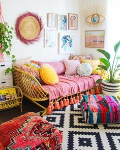 When winter rolls around, a bit of vibrance can do a whole lot of good—especially in a room where you start and end your day. That's why we've rounded up some of our favorite colorful bedrooms w… – Home Sweet Home – Home Decor Ideas Boho Room, Boho Living Room, Bohemian Living, Day Bed Living Room, Bright Living Room Decor, Bright Decor, Living Area, New Room, Girls Bedroom