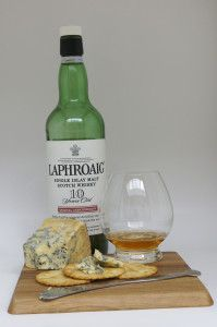 Whisky and cheese pairing – Laphroaig Whisky and Stilton cheese #whiskycheesepairing