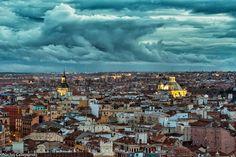 """Nacho Gil, de """"Callejeando por Madrid"""" realizó esta sorprendente imagen en la que vemos dos magníficas cúpulas iluminadas: la de San Andrés,..."""