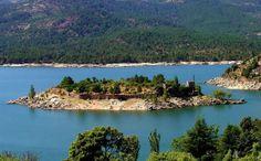 A ilha está situada em Ávila, cidade cercada por muralhas: http://revista.zap.com.br/imoveis/conheca-10-incriveis-ilhas-para-alugar-casa-de-temporada/