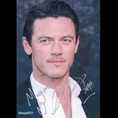 以前ファンレター送った事があるってことを話したらすごい喜んでくれて、サインにもハートとキスマーク入れてくれるわハグしてくれるわで大サービス鼻血ぶー。  #LukeEvans #autograph #signedphoto #inperson #movie #actor #TheHobbit #ホビット #TheThreeMusketeers #DraculaUntold #ドラキュラzero #FastandFurious7 #ワイルドスピード #rent #musical #british #singer #westend #映画 #俳優 #BeautyandtheBeast #美女と野獣 #ルークエヴァンス #サイン
