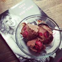 Meggyes-rumos csokifagyi Acai Bowl