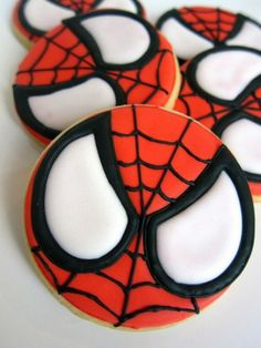 21 Spiderman-Geburtstagsfeier-Ideen - Pretty My Party - Party-Ideen, Cookies For Kids, Fancy Cookies, Iced Cookies, Cute Cookies, Royal Icing Cookies, Cookies Et Biscuits, Cupcake Cookies, Sugar Cookies, Spiderman Cookies