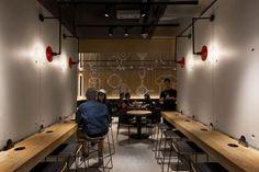 New McDonalds Restaurant Interior Design Is Part of a Smart Rebranding Strategy Showroom Interior Design, Gym Interior, Restaurant Interior Design, Best Interior Design, Interior Architecture, Restaurant Interiors, Cafe Bar, Cafe Shop, Hong Kong