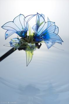 Lily kanzashi by SAKAE. Kanzashi is a traditional Japanese hair ornament art form. Nylon Flowers, Wire Flowers, Kanzashi Flowers, Fabric Flowers, Plastic Bottle Flowers, Plastic Bottle Crafts, Plastic Bottles, Plastic Recycling, Hair Ornaments