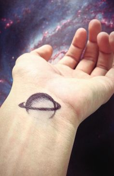 saturn tattoo - that doesn't look like a tattoo, looks like pen. But it would be a cool tattoo