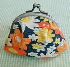 Fifteen fabulous DIY projects for making your own handmade purse for the new fall season!