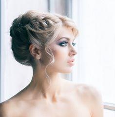 coiffure mariage tresse latérale avec frange sur le côté