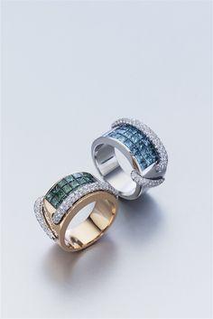 Selección de joyas, pendientes y anillos de oro y diamantes. Anillos de oro, diamantes y esmeraldas o zafiros.