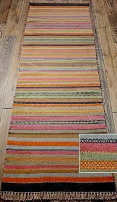 Learn how to make a rag rug out of your leftover fabric scraps, or old tarnished clothes and rags! Diy Carpet, Rugs On Carpet, Carpet Ideas, Carpet Trends, Beige Carpet, Cheap Carpet, Rag Rug Diy, Rag Rugs, Homemade Rugs