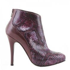 9305 Bordo cu presaj Leather Shoes, Peeps, Peep Toe, Booty, Ankle, Amazing, Fashion, Leather Dress Shoes, Moda