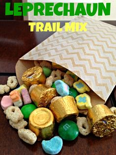 Wife Mommy Me: Leprechaun Trail Mix It's not a holiday without a festive trail mix! Details on the blog today! #stpatricksday #easyrecipe #trailmix