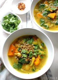 rozgrzewająca zupa z dynią, soczewicą i mlekiem kokosowym