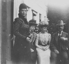 Dowager Empress Marie Feodorovna of Russia with Princess Sophie of Prussia (later Queen of the Hellenes),Princess Mary of Teck (later Queen Mary) and King George I of the Hellenes. Romanian Royal Family, Greek Royal Family, Queen Elizabeth Grandmother, Queen Mary Of England, Queen Victoria Albert, King George I, Greek Royalty, Christian Ix, Romanov Sisters
