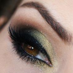 Olha só que lindo esse make com dourado, verde, marrom e preto.