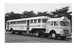 Vintage Trucks, Old Trucks, Onibus Marcopolo, Converted Horse Trailer, Service Bus, Bus Coach, Party Bus, Horse Trailers, Busses