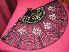 Foto: Needle Lace, Bobbin Lace, Lacemaking, Simple Art, Easy Art, Fiber Art, Boho Shorts, Tatting, Coin Purse