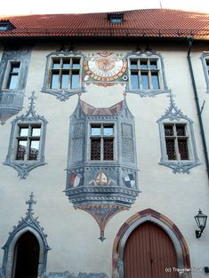 Trompe l'oeil featuring oriel windows in Füssen High Castle, Bavaria, Murals, Street Art, Germany, Cottage, Windows, Mansions, Architecture