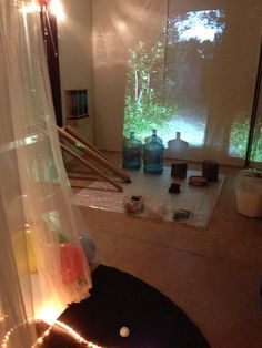 This environment was set up for the 1-year olds to explore with light, reflection and loose materials ≈≈ http://www.pinterest.com/kinderooacademy/provocations-inspiring-classrooms/