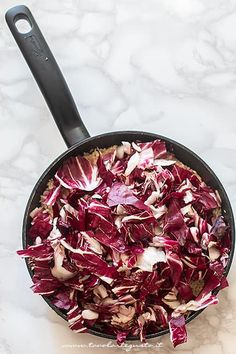Aggiungere il Radicchio rosso - Ricetta Risotto al radicchio Food Humor, Funny Food, Orzo, Rice Dishes, Paella, Acai Bowl, Cabbage, Food And Drink, Meals