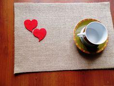 Ensemble de 4 napperons de toile de jute lin avec coeurs feutre rouge - sets de table Saint Valentin